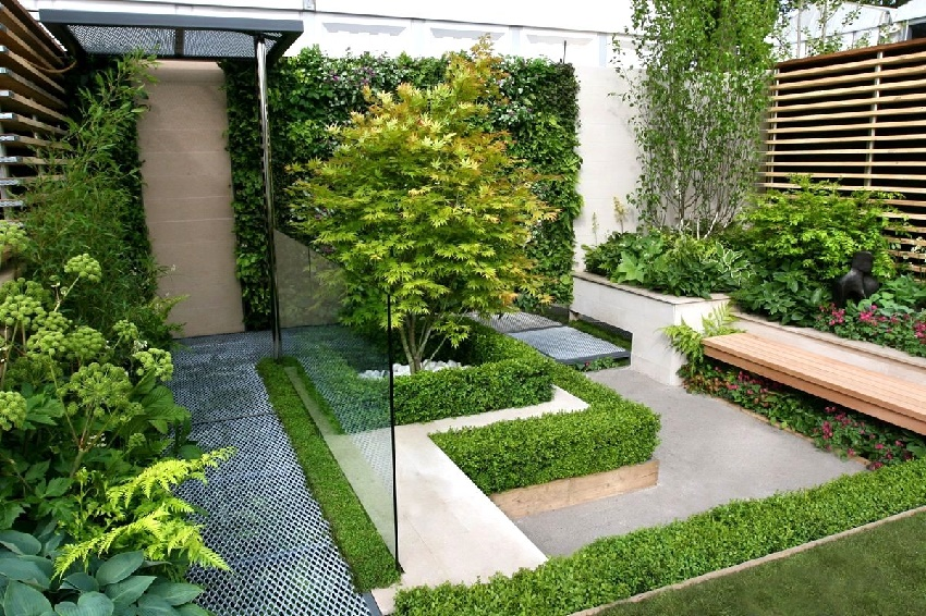 Beautiful Garden Fence Ideas Design With Small Garden On The Back